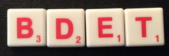 SCRABBLE tile style IS01R : White tile with red letter