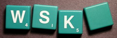 SCRABBLE tile style IS32W : Green tile with white letter